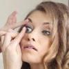 Как правильно надевать и снимать контактные линзы?