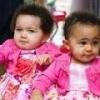 Необычные великобританские девочки-близняшки