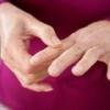 Почему немеет указательный палец левой руки?