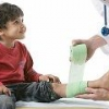 У ребенка болят ноги, какие причины?