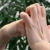 Вреден ли хруст пальцев?
